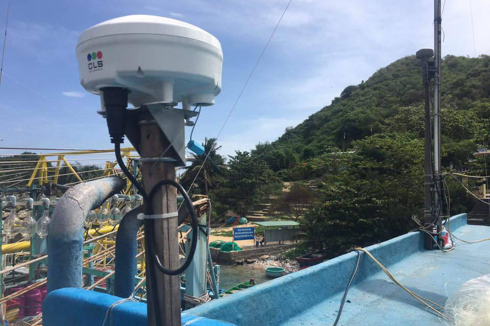 Triton CLS fishing transmitter
