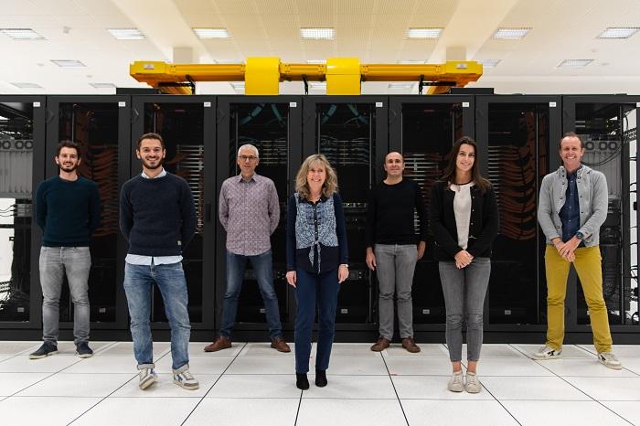 équipe CLS DataLab devant le datacenter