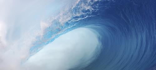 One of the worlds heaviest waves breaks in Tahiti