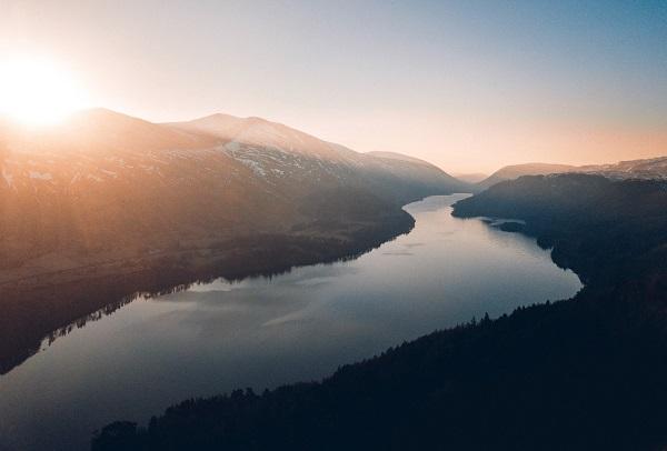 paysage d'un fleuve en pleine nature