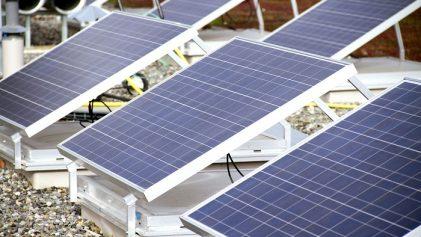 panneaux solaires sur le toit des bâtiments toulousains de CLS